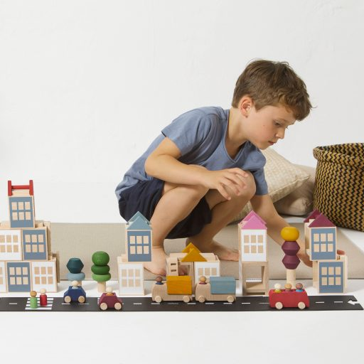 Lubulona Lubu Town city construction wooden toy with kid playing