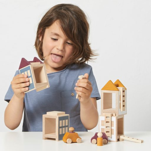 Lubulona Lubu Town Autumnvale Maxi wooden conrtuction city with kid