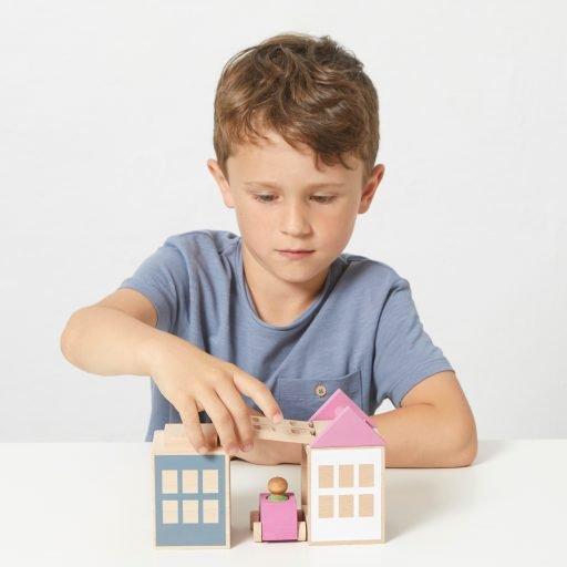 Lubulona Lubu Town Spring City Mini with kid playing
